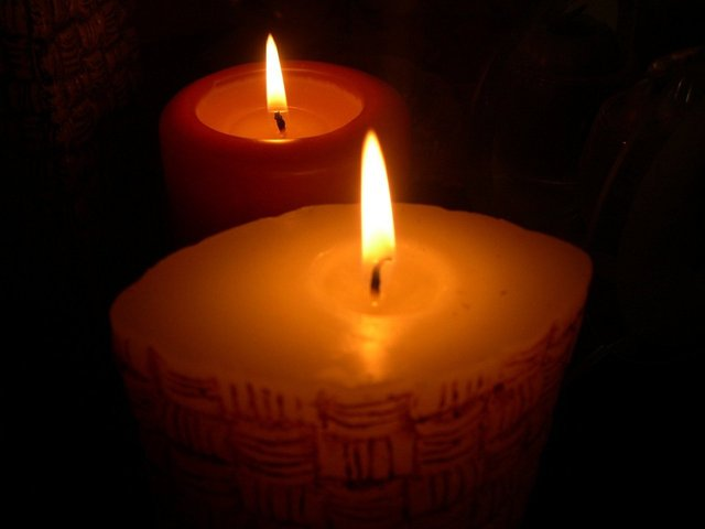 candles-in-soft-light-1407463-640x480